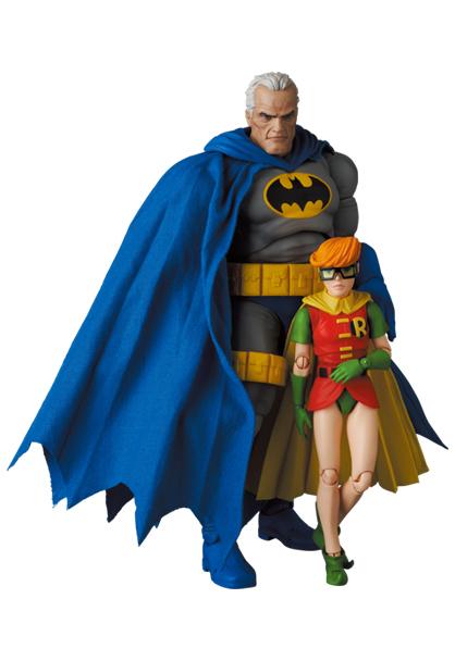 MAFEX139_BatmanBlue_&Robin_TDKR 012.jpg