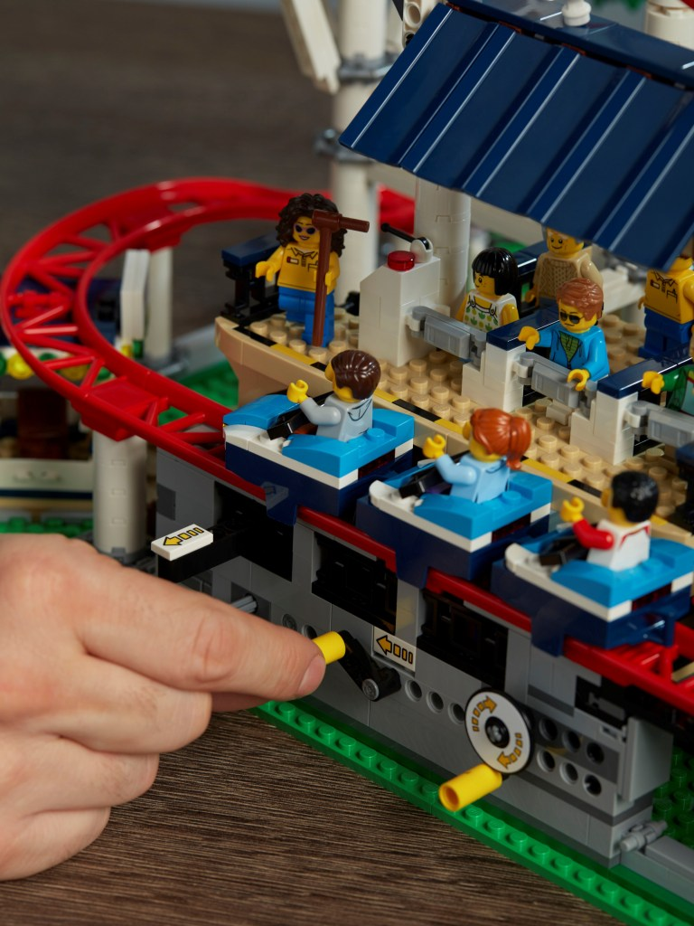 10261-LEGO-Creator-Expert-Roller-Coaster-Lifestyle-Launch-5.jpg