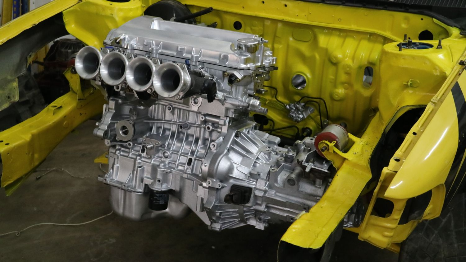 SMR Online Store - Toyota 2zz-ge with ITB Setup