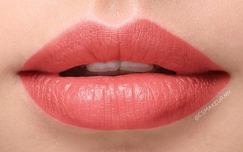 lips on lij csmakeup black name.jpg