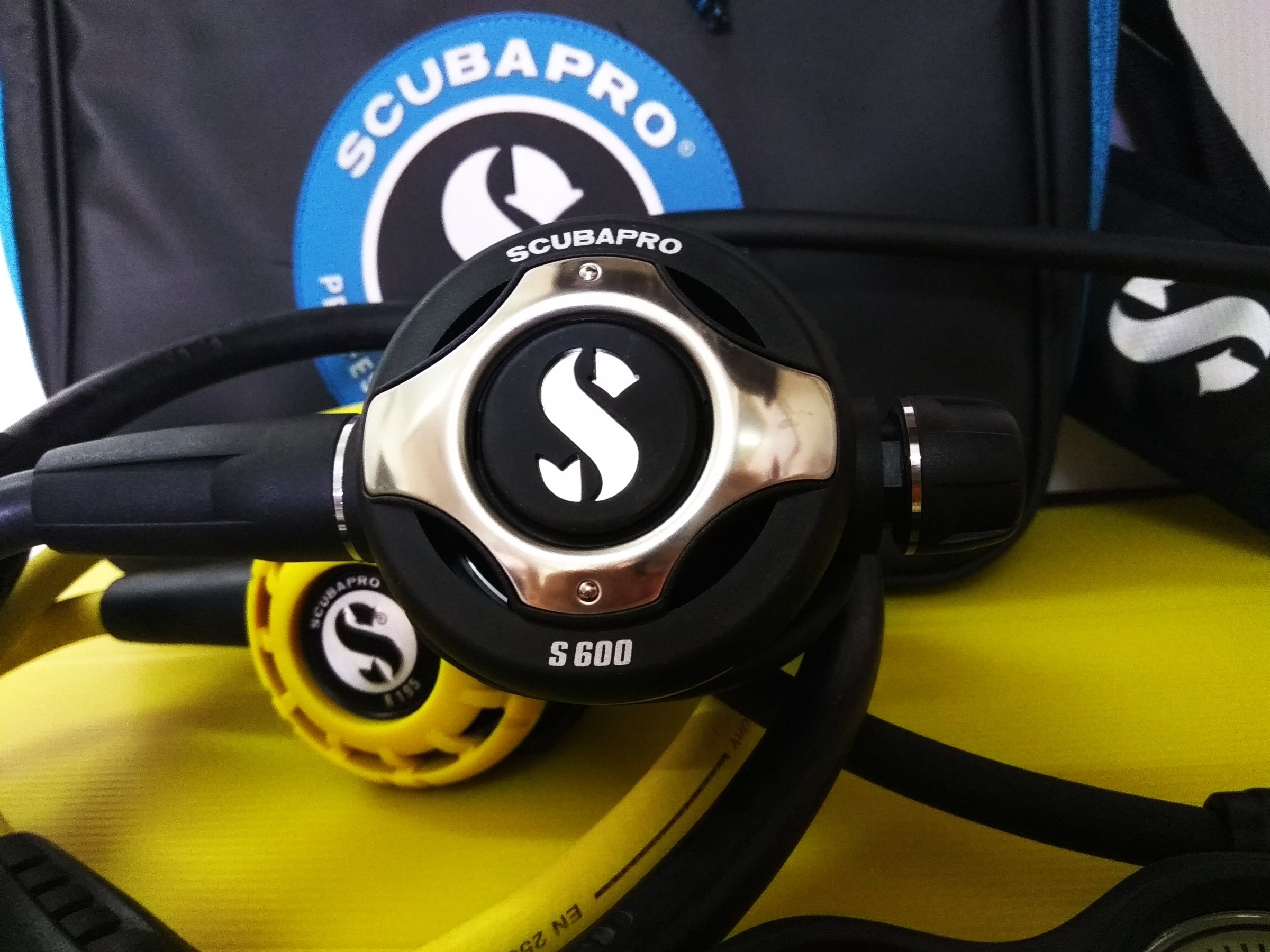 Scubapro Mk25 Evo S600 with R 195 octopus / double gauge and Free regulator bag