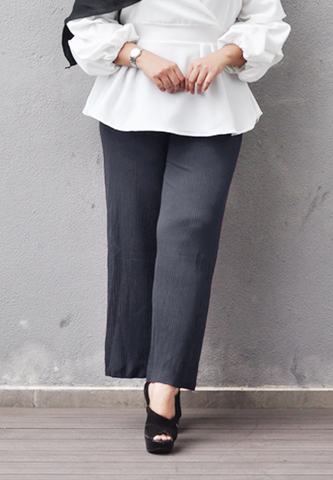 Pleated Pants grey 2.jpg