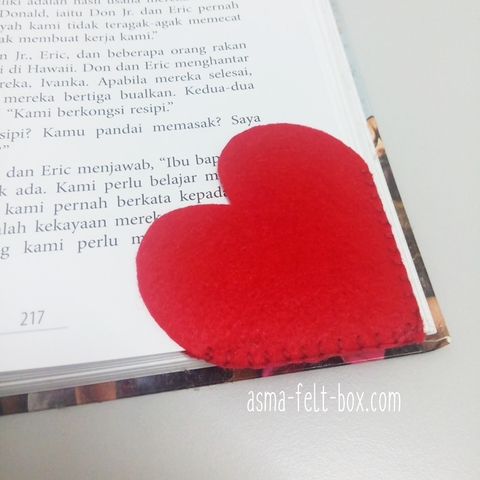 red heart felt bookmark.jpg