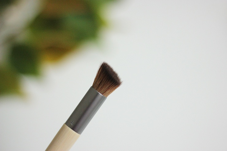 Eco-Tools-Full-Powder-Brush-Micro-Blending-Brush-And-Perfecting-Blender-Duo-Sponge-Review-13