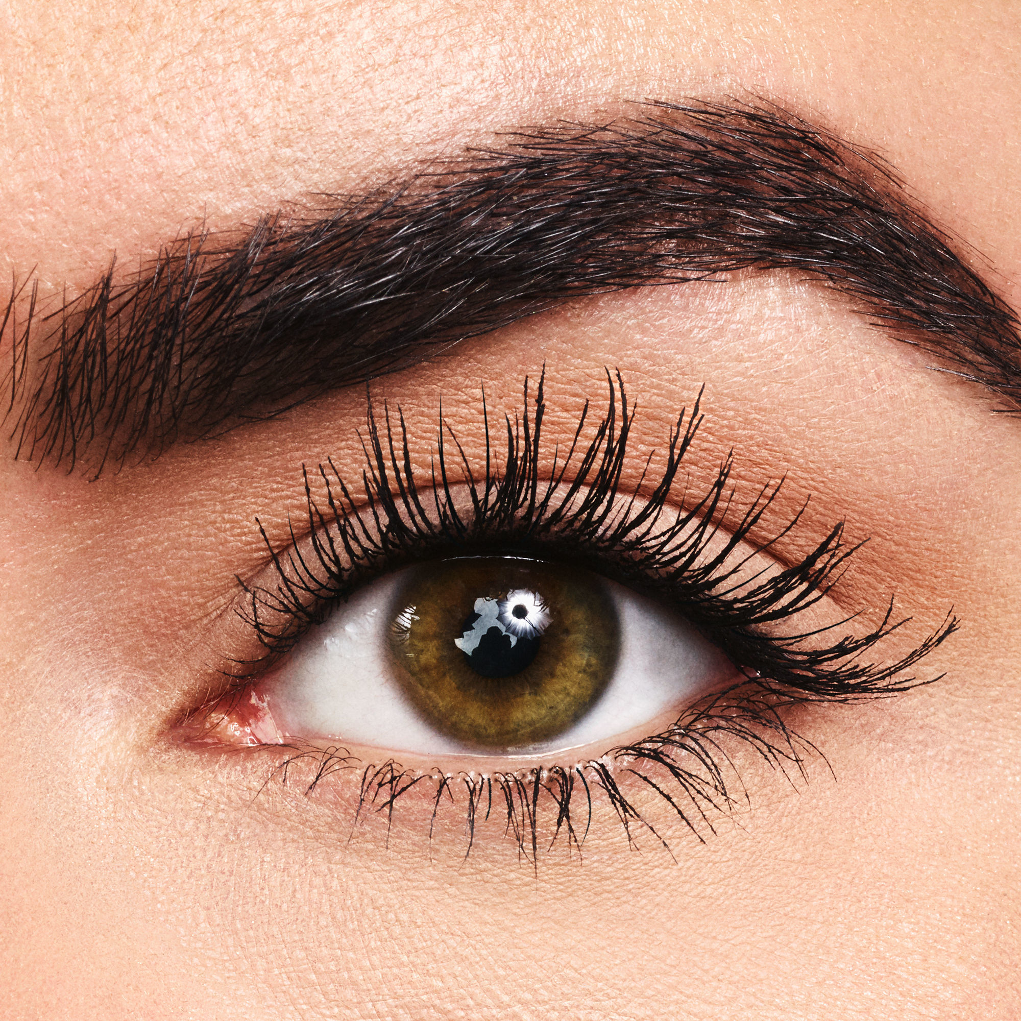 6-lights,-camera,-lashes-4-in-1-mascara-black-LCL-model-1_ALT