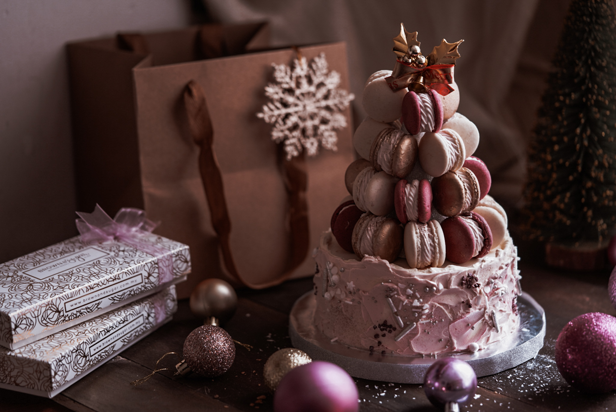 Brown & Sugar | Macarons Tree Cake