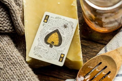 Bumblebee_Playing_Cards_deck_Buyworthy_Ellusionist_13_e474a808-251a-4c57-99fd-a4871d029e70_1024x1024.jpg