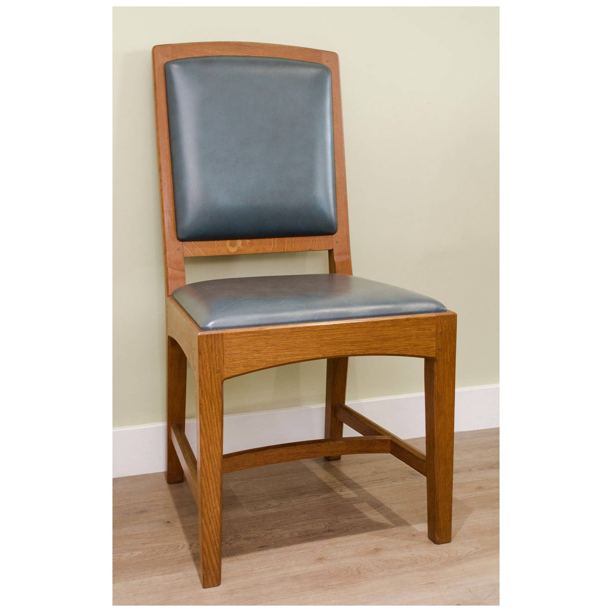 antique-arts-crafts-oak-and-leather-oxford-chair-by-peter-hall-of-staveley-b0020017k.jpg
