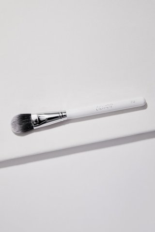 ColourPop-Foundation-Brush-F16.jpg