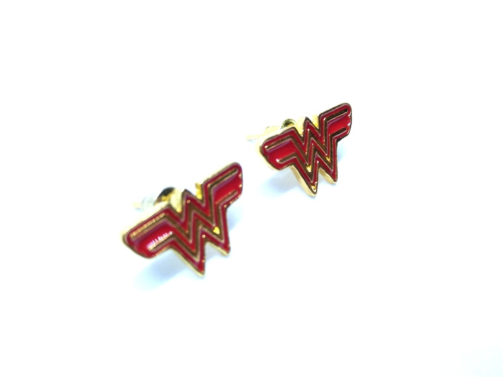 Wonder-Woman-Symbol-Earrings-3.jpg