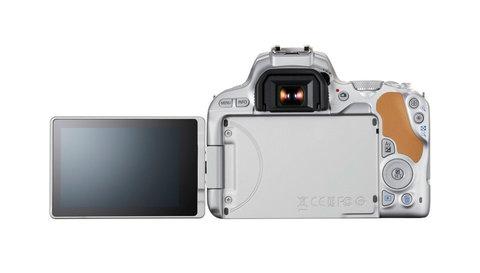EOS-200d-18-55-silver-03.jpg