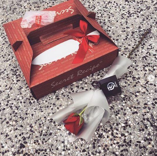RM119 1 KG Cake & Single Rose.JPG