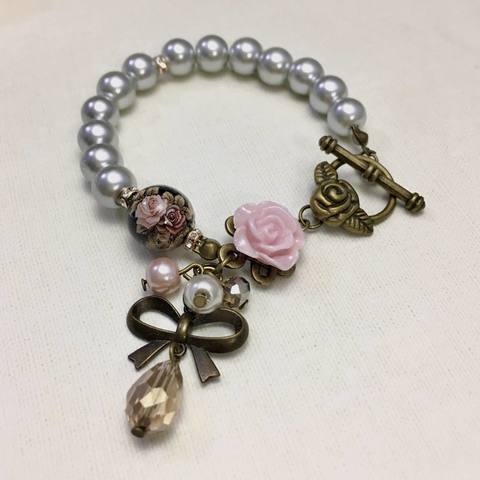 Classy Grey Pearl Bracelet with Vintage Rose Tensha Bead and Flower Charm (2).JPG