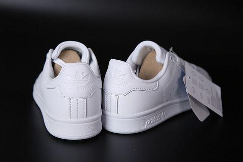 belye-krossovki-adidas-47.jpg