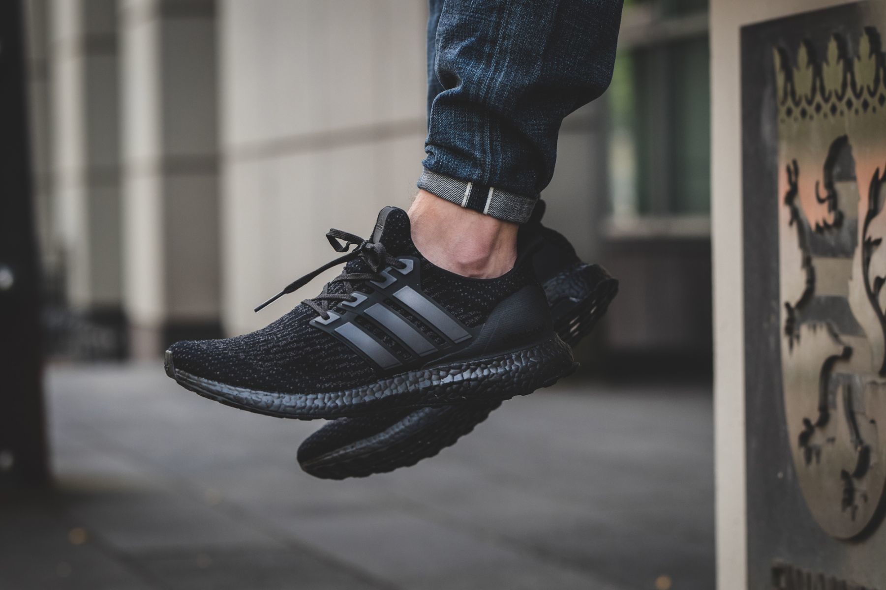 adidas-ultraboost-30-triple-black-cg3038-mood-3.jpg
