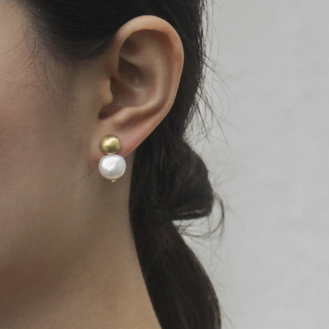 rivet_earrings_with_detachable_pearls_3.jpg