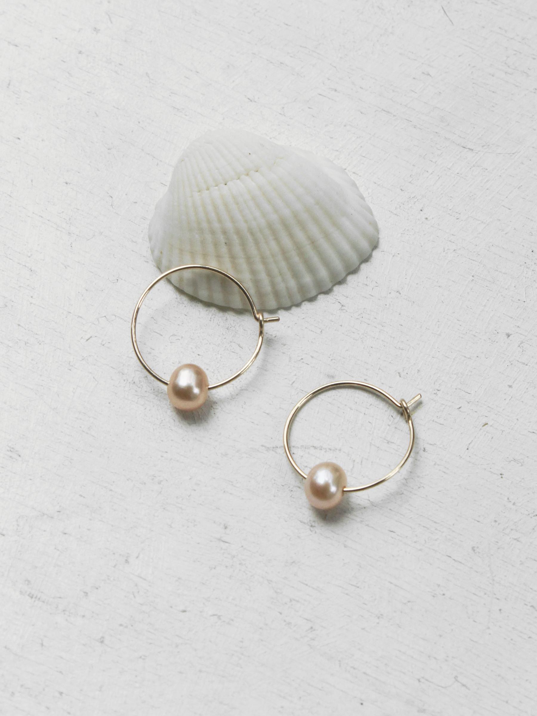 14kgf_pink_pearl_hook_earrings.jpg