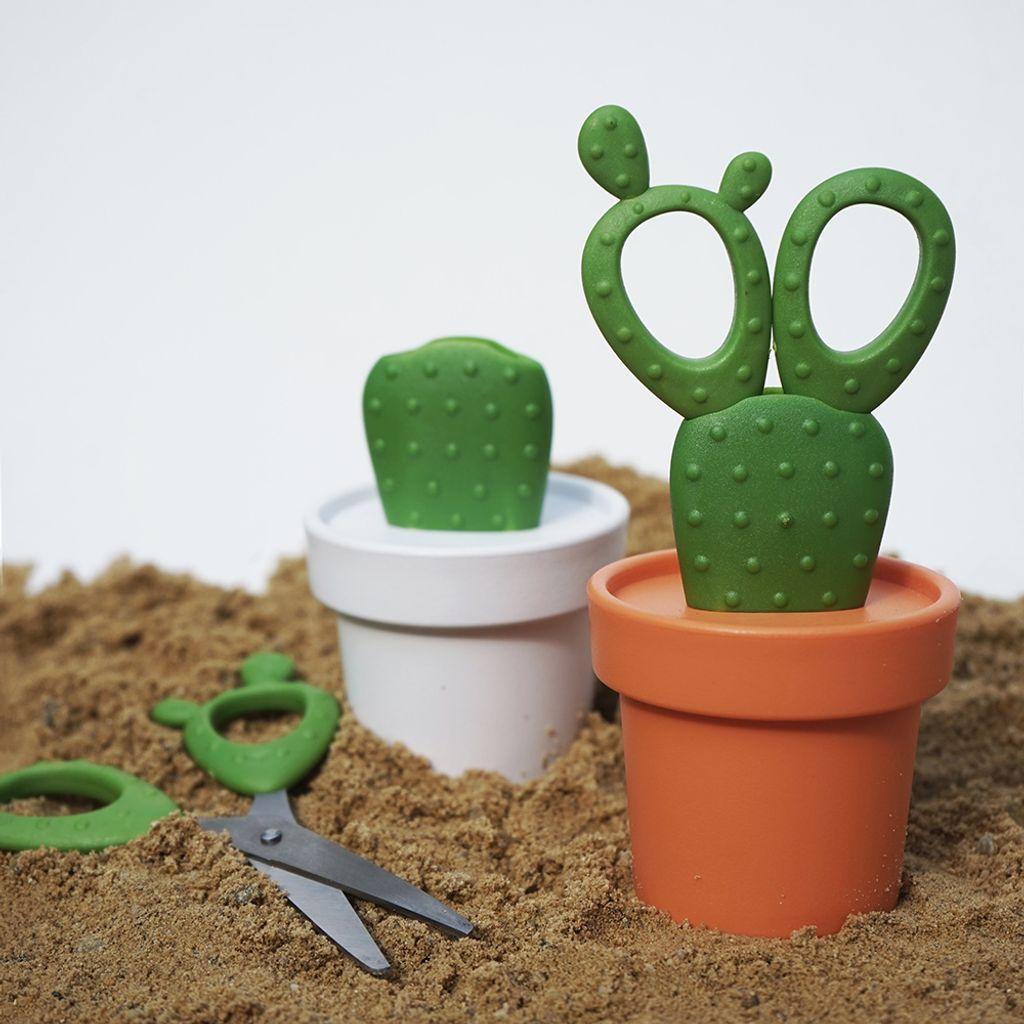 QL10282 2 colors Cactus scissors lifestyle 5.jpg