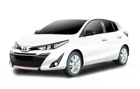 Toyota Yaris (white) b.jpg