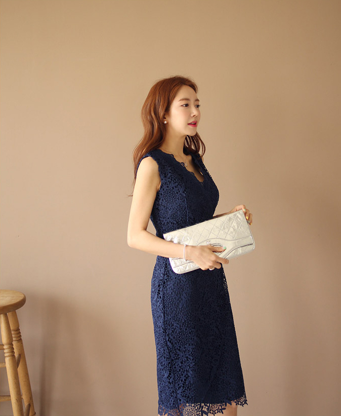 NAVY LACE SLIM DRESS.jpg