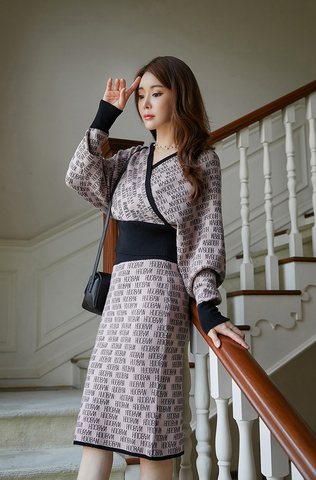 V-neck Bat Sleeve Jacquard Woolen Dress.jpg