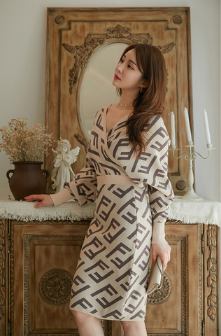 V-neck Bat Sleeve Jacquard Dress.jpg