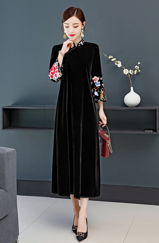 Black Embroidery Cheongsam.jpg