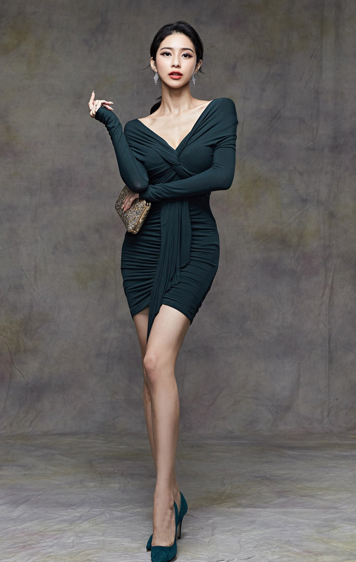 Dark Green Sexy V-neck Slim Pleated Dress.jpg