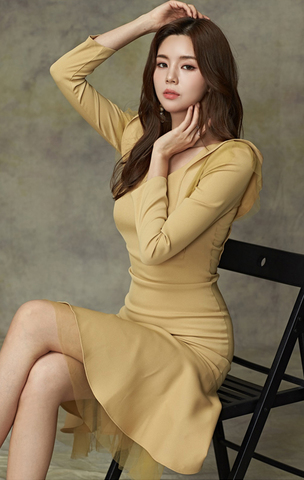 V-neck Mesh Yellow Fishtail Slim Dress.jpg