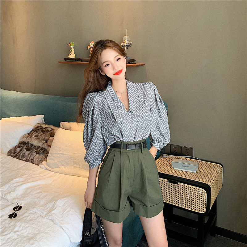 Korean Style Casual V-neck Top + High w=Waist A-line Casual Shorts Suit.jpg