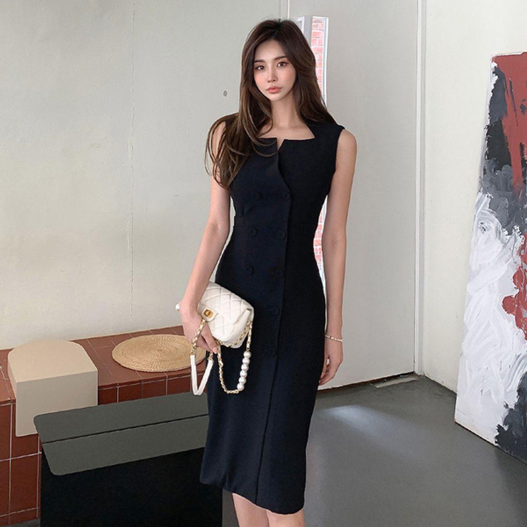 Elegant Black Sleeveless Dress.jpg