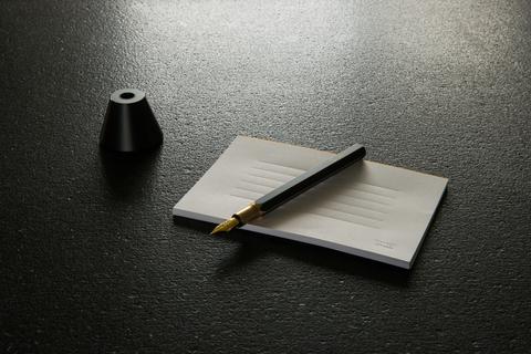 Brassing-Desk Fountain Pen - Scene03.jpg