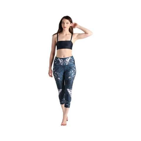 hot-yoga-crops-leggings-4-min_302710de-c1b4-4e15-915e-17c40d1ab00f.jpg