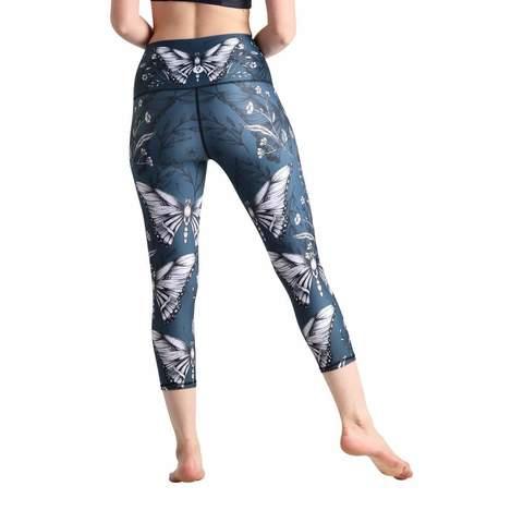 hot-yoga-crops-leggings-6-min_36a114e4-877c-4f90-b151-6ee601695bda (1).jpg
