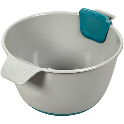 wilton measure & pour mixing bowl 3.png