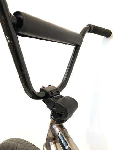 crossbarpad-black-detail-bike.jpg