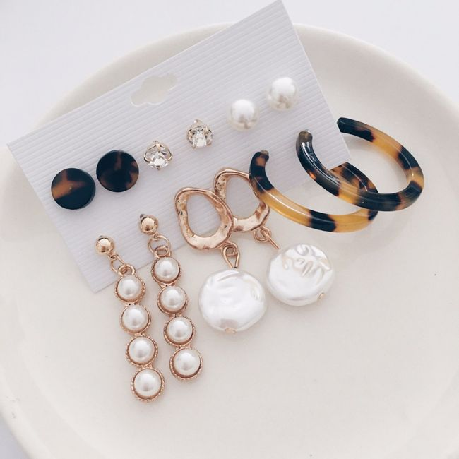 The Closet 101 | Categories - Earrings