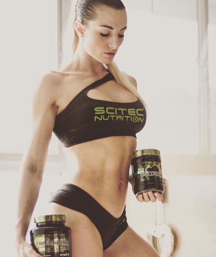 fitness figure holding scitec multipro malaysia www.proteinlab.com.my.JPG