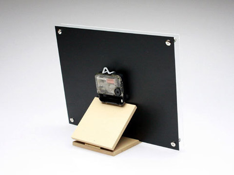 富山-折井ORII-桌上牆掛兩用型時空方形立鐘(S)背面.jpeg
