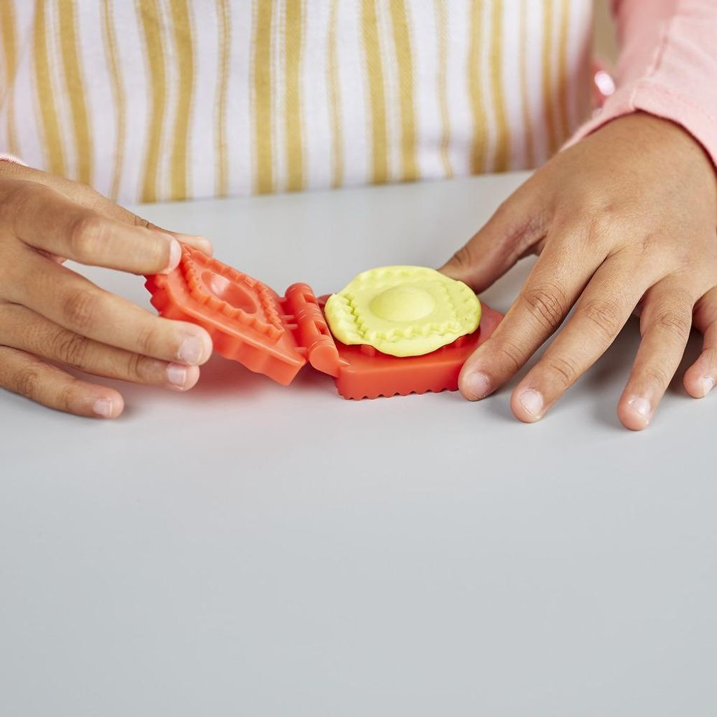 Play-Doh Kitchen Creations Noodle Makin' Mania.jpg