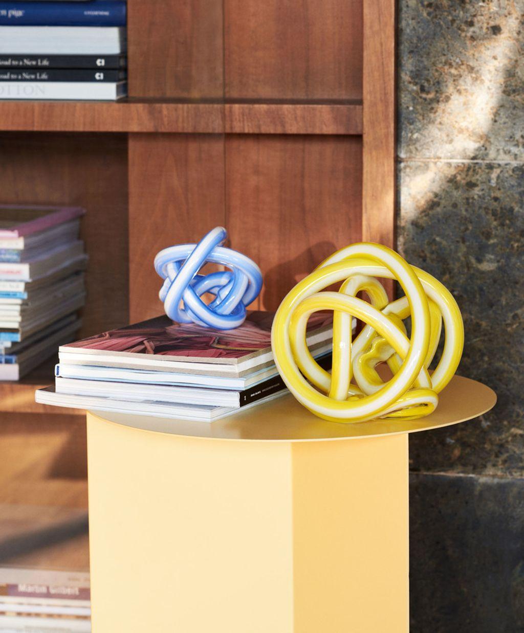 Knot S light blue_Knot M yellow_Slit Table.jpg