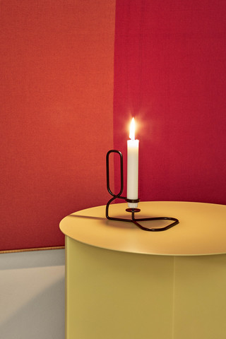 Lup square triangle black_Slit Table yellow.jpg
