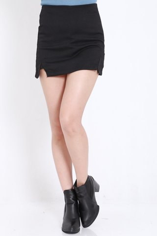 Double_Slit_Fitted_Skorts_Black_2.jpg