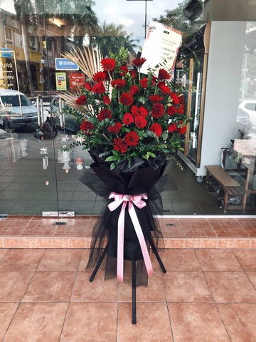 Redness Lace Opening Flower Stand
