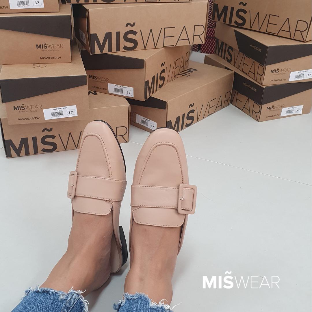MISWEAR真皮釦環寬版穆勒鞋.png