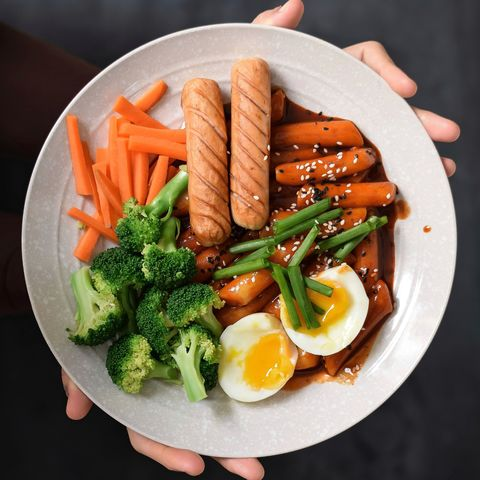 MariMogo Topokkie Express in a plate with sausages and eggs.jpeg