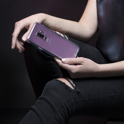 samsung_lilac_toughclear_lifestyle1_1.png