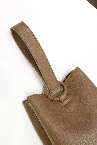 clubinana-sharon-bucket-bag-olive-01.jpg