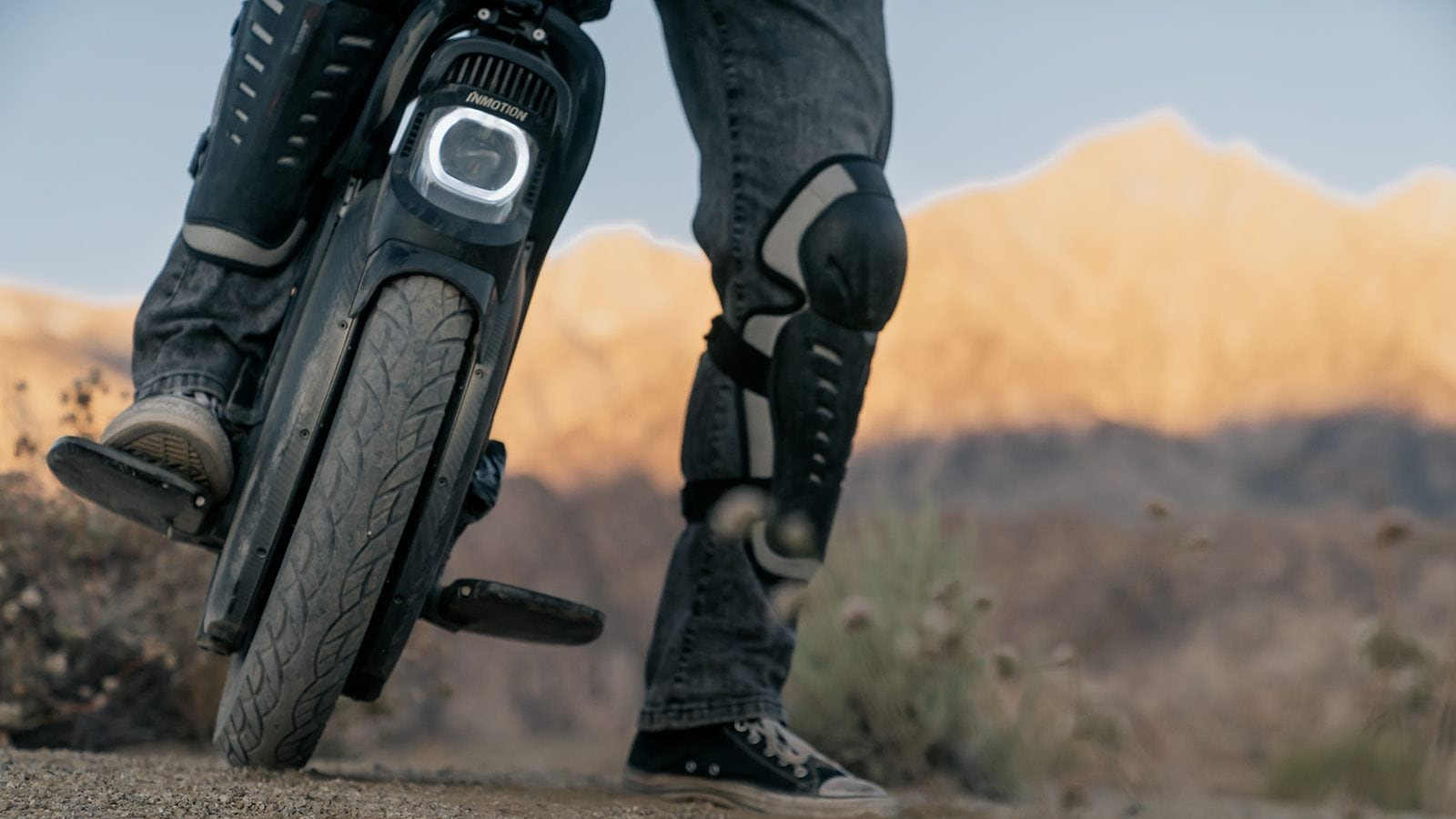 InMotion-V11-Electric-Unicycle-02.jpg