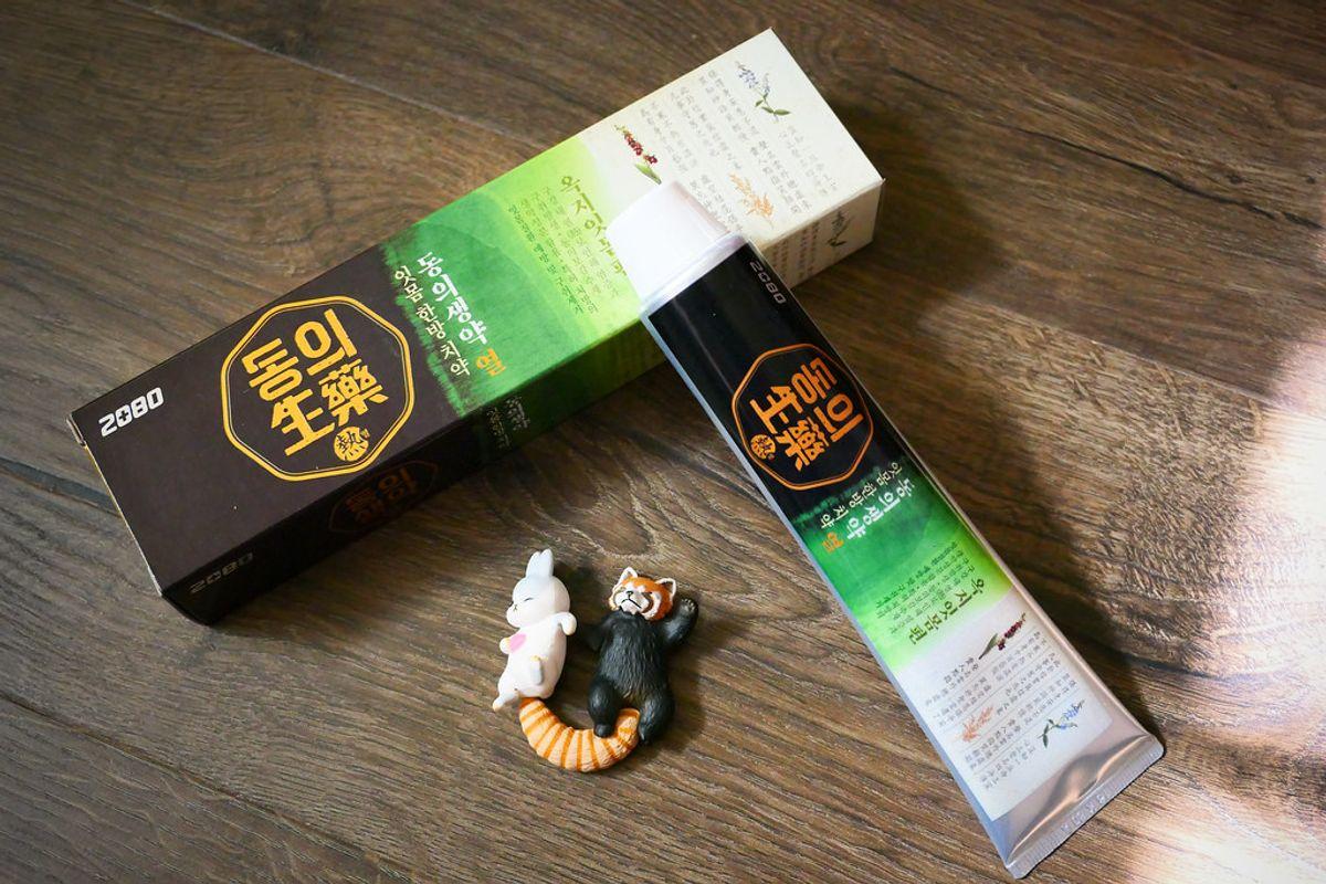【開箱】連喇舌都還有人蔘味的牙膏│【韓國2080】草本護齦牙膏